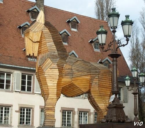 Le cheval de Troie, place Broglie