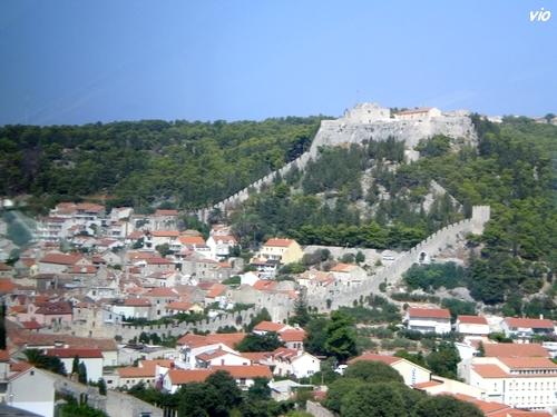 La ville de Hvar et sa forteresse
