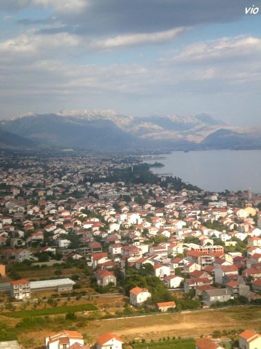 """Arrivée sur Split, au loin les montagnes """"chauves"""""""