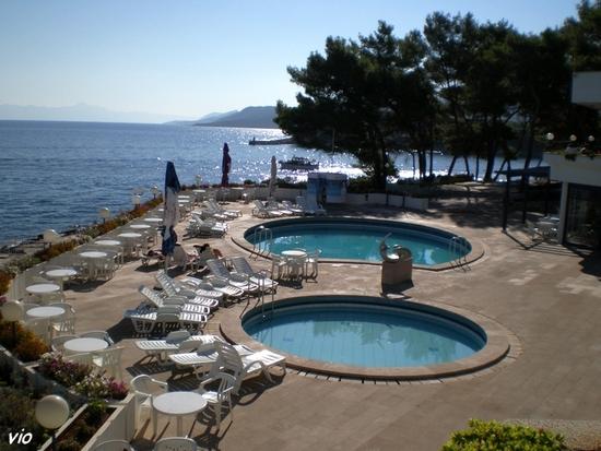 l'hôtel Fontana Resort, avec vue sur la mer