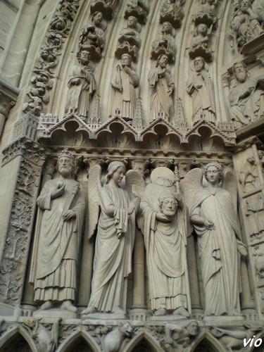 Notre Dame : Les statues sur la façade (porte de gauche)