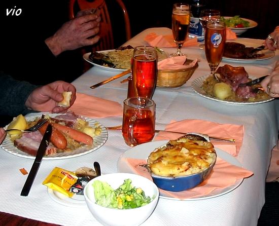 Et comme chacun le sait, tout fini par un délicieux repas, au menu : choucroute, petit salé et ... lasagnes :-))