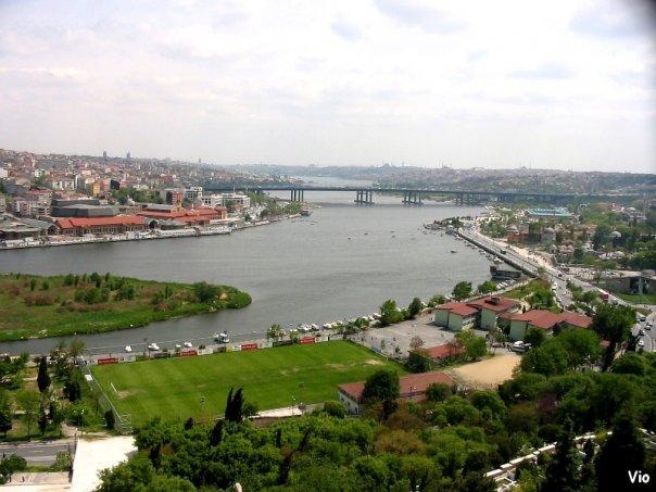 Vue de la Corne d'Or en direction de la Mer de Marmara