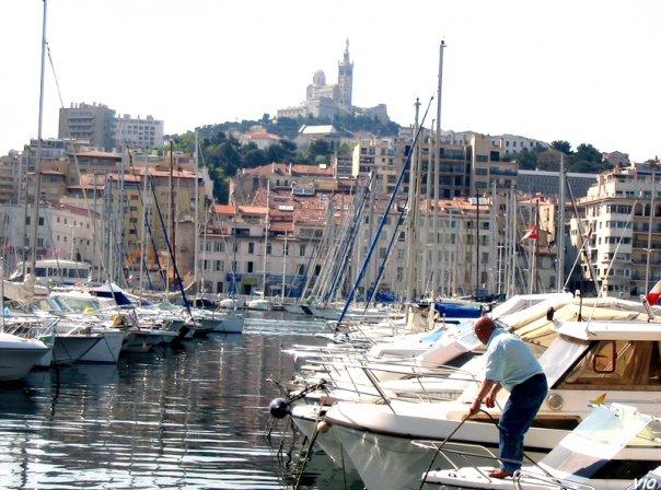 Marseille - Notre Dame de la Garde surplombant le vieux port !