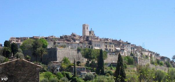 Le village de Saint Paul, sur son promontoire qui domine la vallée jusqu'à la mer !