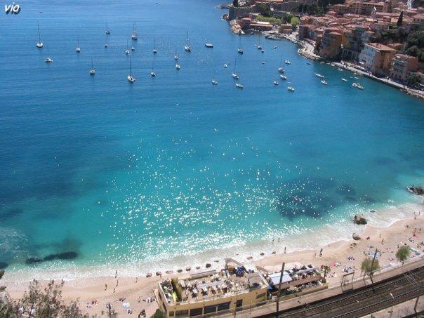La plage de Villefranche sur Mer, une des plus jolies de la côte d'azur, a mon avis !
