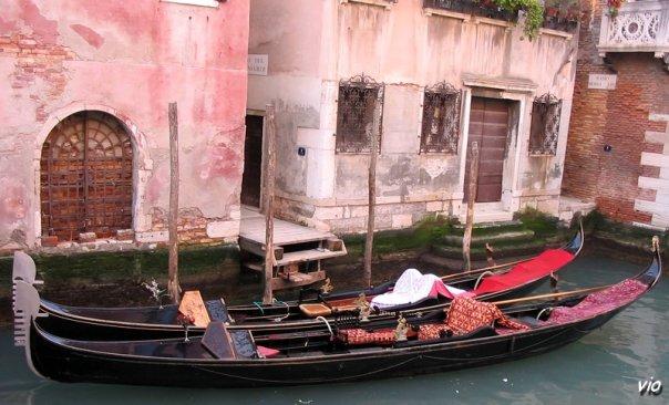L'image de Venise est associée pour toujours aux gondoles qui glissent paresseusement sur l'eau verte de la lagune.