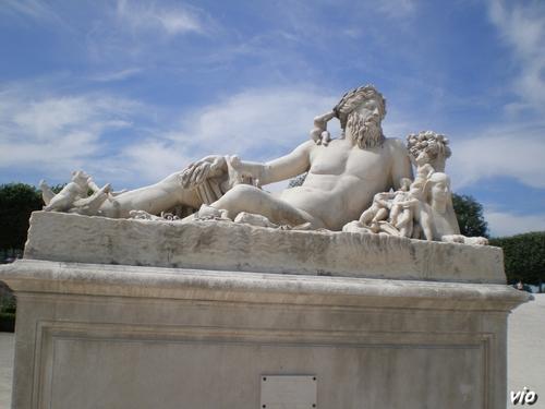 L'une des nombreuses statues qui ornent le jardin des Tuileries