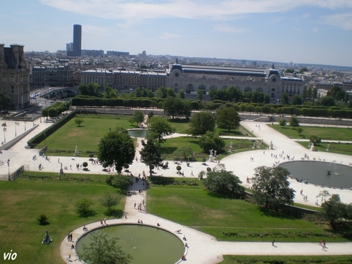 Jardin des Tuilerie - Vue de la grande roue sur le musée d'Orsay et la Tour Montparnasse