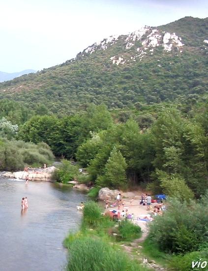 La rivière Rizzaneze, vue du pont gênois
