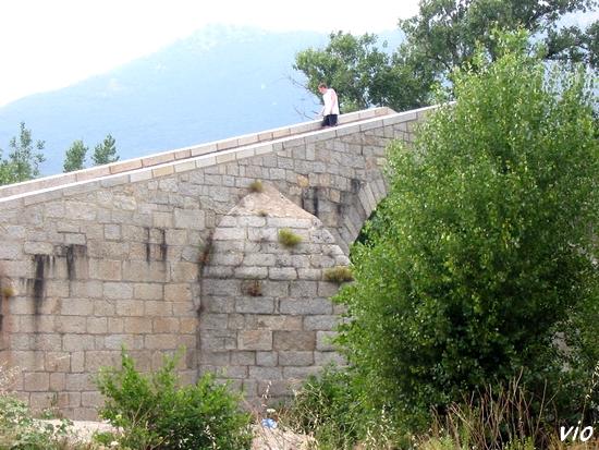 Le pont gênois qui servait aux muletiers