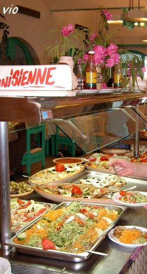 """Le buffet """"entrées"""" du restaurant de l'hôtel ... cuisine traditionnelle tunisienne !"""