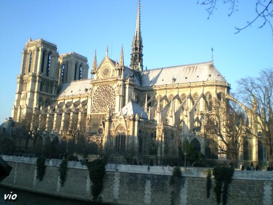 Quai de Seine, vue sur Notre Dame