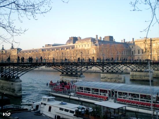 Le Musée du Louvre et le Pont des Arts, dit Pont des Amoureux