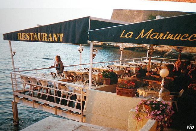 La Marinuccia à Saint Florent, Restaurant de poissons, les pieds dans l'eau !