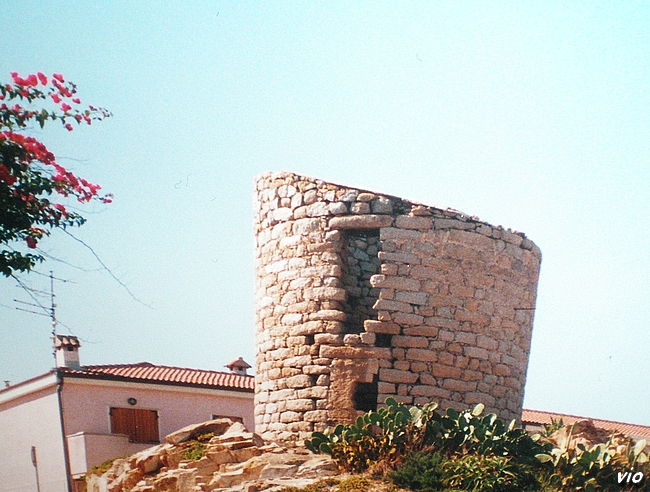 La tour espagnole Longosardo offre une belle vue panoramique.