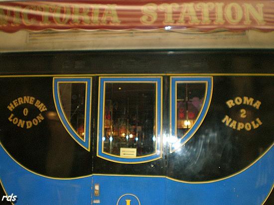 Des fenêtres du wagon restaurant ont également pigon sur le passage des Panoramas