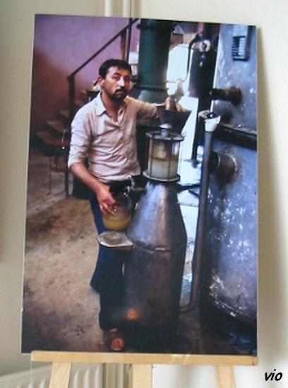 Photo : A. Thévenard/Alembic pour extraire l'huile essentielle de roses