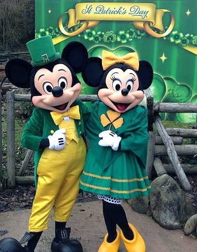 Mickey et Minnie vous attendent à Cottonwood dans leurs costumes de la Saint Patrick !