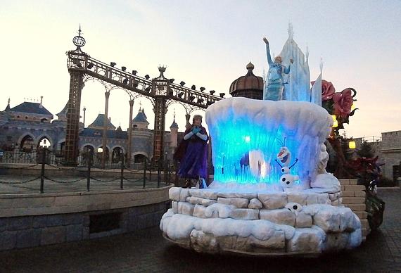 O no l 2013 la magie disney en parade rue du s jour pour les passionn s de voyages - La reine des neiges petite ...